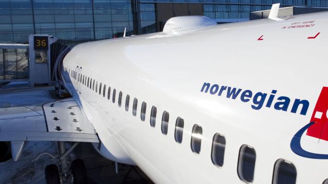 Antennen som sørger for nett-tilkobling monteres øverst på flyet.