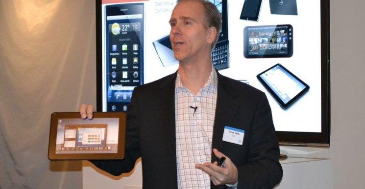 Dells produktsjef Steven Lalla viser fram en prøveversjon av det som skal bli Dells konkurrent til iPad og Galaxy Tab.