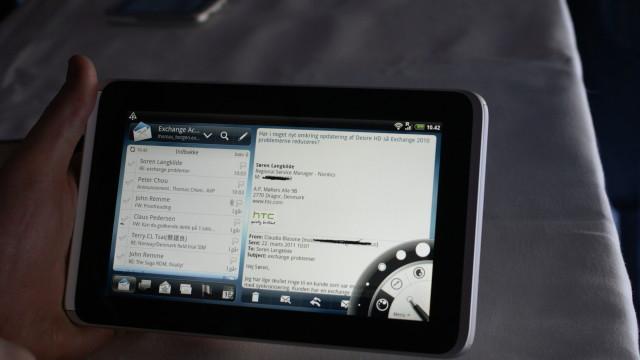 E-post-applikasjonen er tilpasset større skjerm.