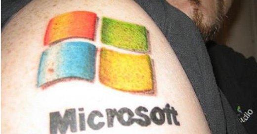 Om svindlerne som ringer rundt og tilbyr hjelp på vegne av Microsoft har en slik tatovering på armen, vet vi ikke. Men hvorfor ikke?