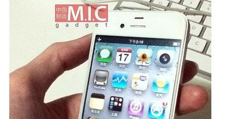 Snikbilde av iPhone 5. Loggene fra iOS5-apper viser at telefonen kan bruke både CDMA- og GSM-nettet samtidig.