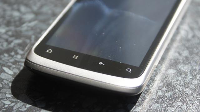 De kapasitive knappene gjør telefonen mindre.