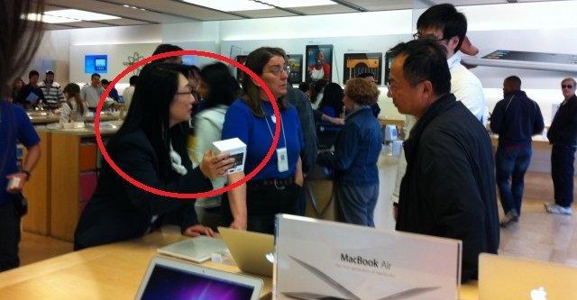HTC-sjef Wang bryr seg lite om patentstriden, Apple-produkter skal hun og mannen ha.