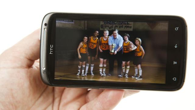Videoavspillingen er glimrende. Her en trailer fra HTC Watch-tjenesten.
