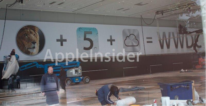 Apple har allerede begynt å henge opp bannere og logoer på WWDC-messen.