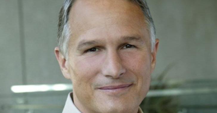 Ifølge Microsofts Dan'l Lewin sikter selskapet seg inn på en tidlig høst-lansering neste år.