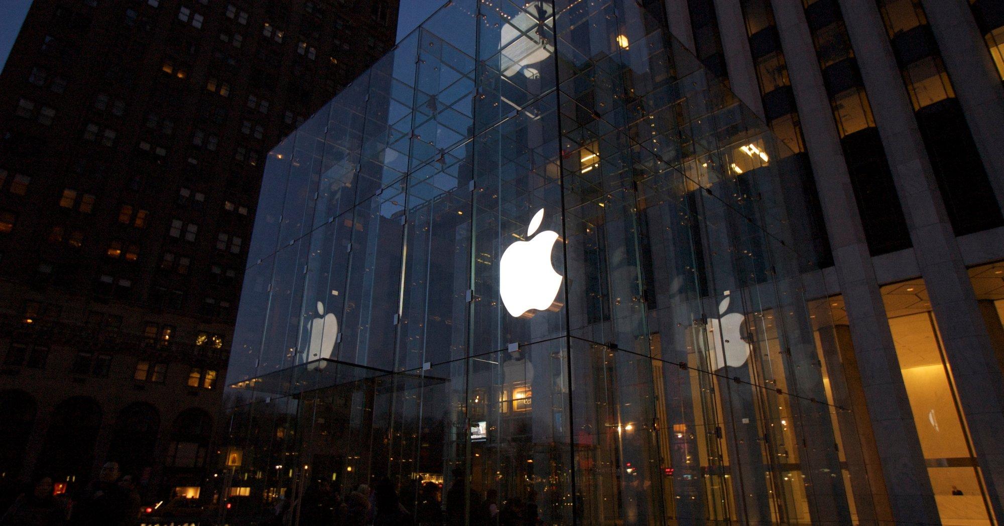 I Apple Store (her på 5th Avenue i New York) blir du mottat med et smil.