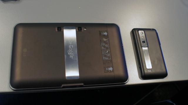 Nettbrettet til LG kan også ta 3D-bilder, men ikke vise dem på skjermen.