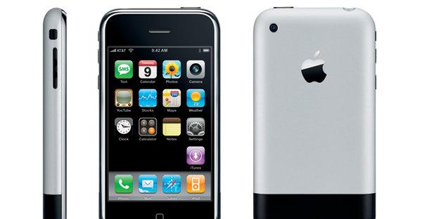 Apple var først ute (juni 2007) med en smartmobil med skikkelig god berøringsteknologi, teknologi de var først med grunnet mye penger på bok.