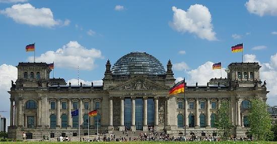 Tyske politikere er ikke spesielt glad i Facebook. Her Riksdagen i Berlin.