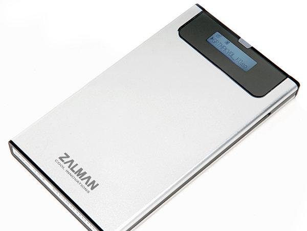 Zalmans ZM-VE200 kan plukkes opp for under 300 kroner i en norsk nettbutikk. Selv om du må kjøpe innmaten selv, får du en rekke smarte funksjoner som ikke er hverdagskost i en standard, ekstern disk.