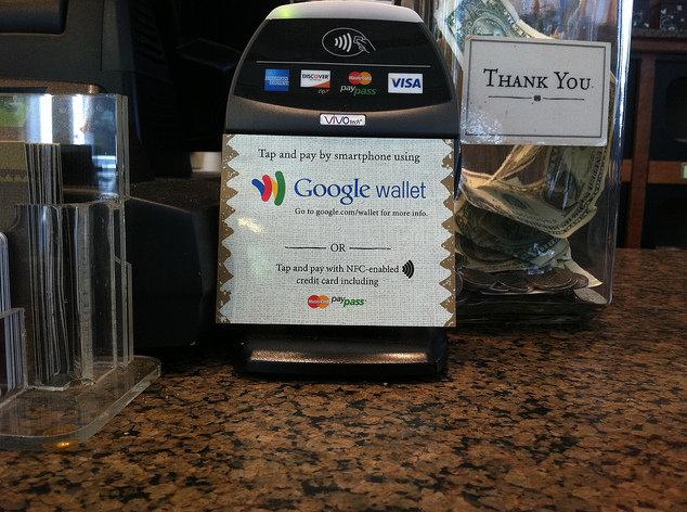 Slik ser betalingsterminalen til Google Wallet ut. Denne er fotografert på Peets Coffee Shop i San Francisco.