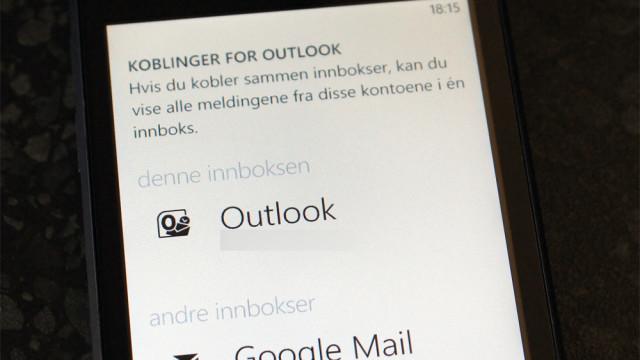 Outlook lar deg koble sammen flere innbokser.