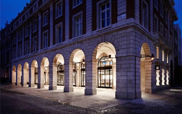 Apple Store i Covent Garden i London ble for annen gang på kort tid utsatt for tyver. Heldigvis lå en trofast fanboy i sovepose utenfor, i påvente av iPhone 5.