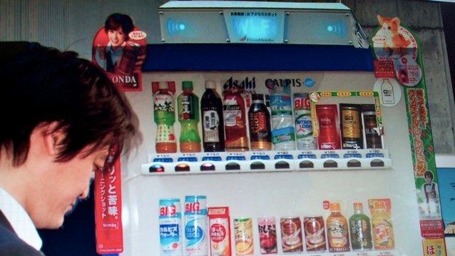 Leskedrikkautomater som disse vil bli utstyrt med gratis nett i japanske storbyer neste år.