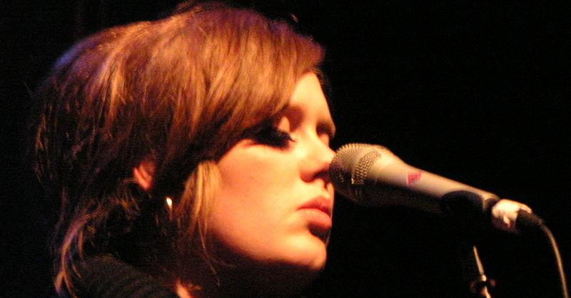 Adeles album «21» var bestselgeren på begge sider av Atlanteren i 2011. De fleste ville ha albumet på CD.