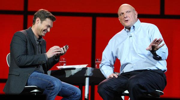Steve Ballmer sammen med programlederen Ryan Seacrest.