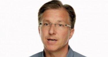 Greg Jozwiak er Apples markedssjef for iPhone, iPod og iOS. Akkurat nå er han inkognito i Las Vegas...