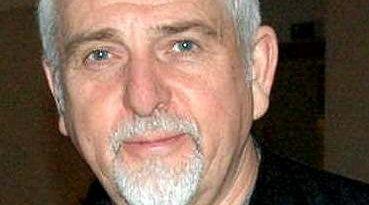 Artisten Peter Gabriel har tro på at vanlige folk vil betale for musikken de bruker i YouTube-videoer.