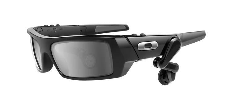 Google-brillen skal minne litt om denne MP3-modellen fra Oakley. Men Google vil overhodet ikke bekrefte noe som helst.
