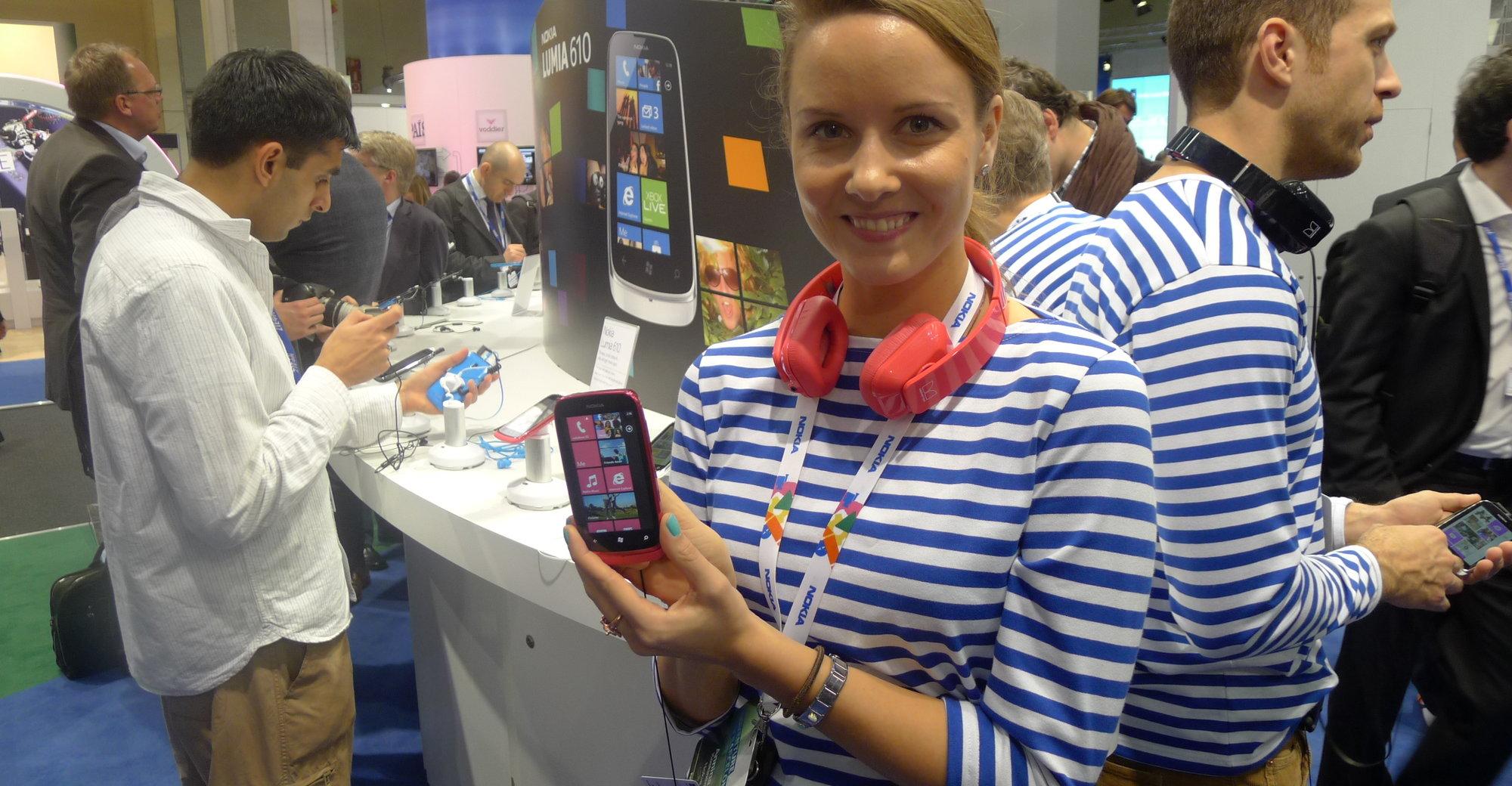 Nokias representant med en Lumia 610 - en Windows Phone 7.5 Tango-mobil til 1400 kroner uten kontrakt. Lansering i andre halvdel i år.