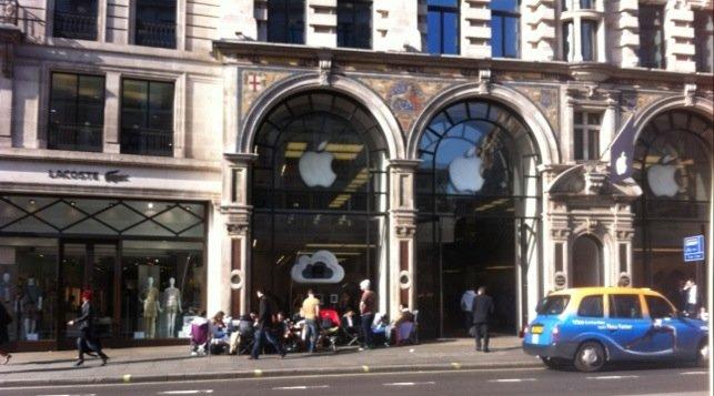 Dette bildet ble tatt dagen før iPad-salget åpnet i Apple Store på Regent Street i London.