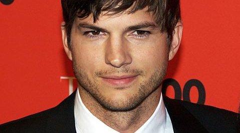 Ashton Kutcher er blant annet kjent kjent fra TV-seriene «That '70s Show» og «Two and A Half Men» samt filmen «Dude, Where's My Car?». Nå får han hovedrollen i en av de to filmene som  lages om Steve Jobs.