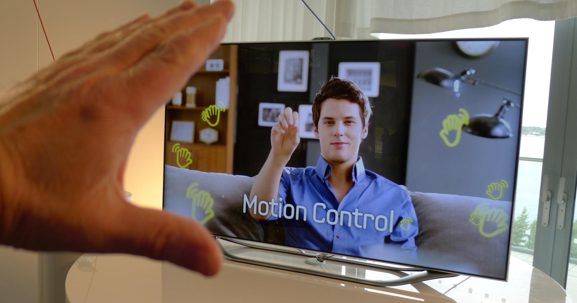 Denne Samsung-TVen kan styres ved hjelp av hånd og stemme.  Men vil det ta av, slik Samsung tror og håper?