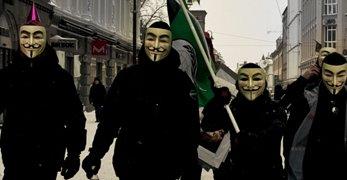 """Anonymous Norge er grundig lei av det de kaller """"en gjeng 14-16 åringer"""". Nå røper de identiteten deres, hevder de selv."""