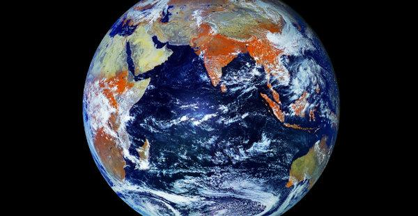 Du kan selv utforske jorda med et 121 megapiksel-bilde.