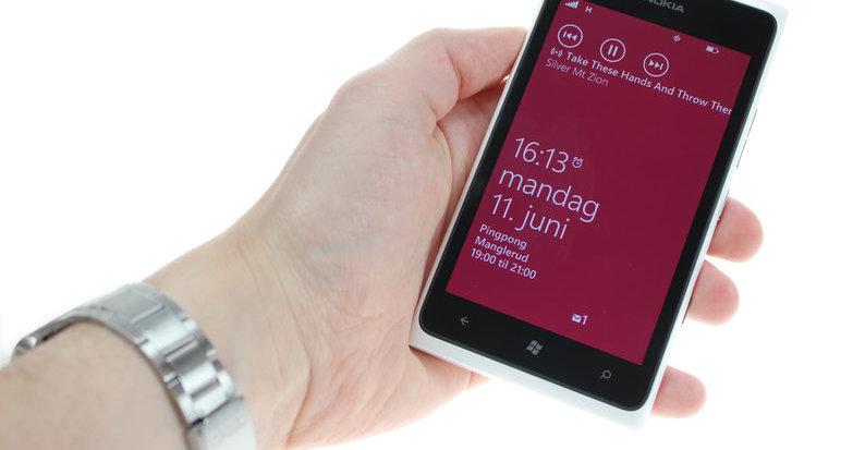 Ingen av dagens Lumia-modeller vil kunne oppgraderes til Windows Phone 8, kun Windows Phone 7.8 som ikke deler samme kjerne. Selskapets siste forsøk blir kanskje Windows Phone 8 som lanseres i høst sammen med Lumia 820 og 920. Begge mobilene er spennende,