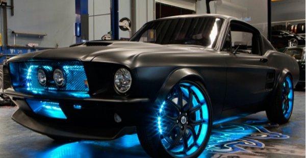 Bilen på bildet ble faktisk utstyrt med Microsoft-teknologier av West Coast Customs-teamet.