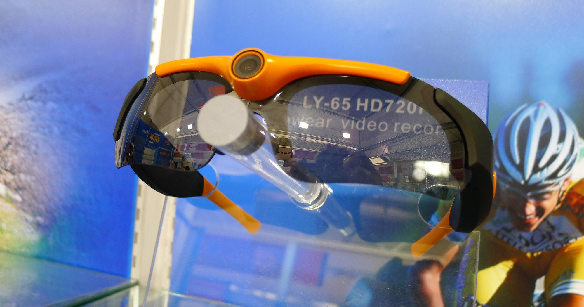 Med denne brillen kan du ta opp mens du går tur.
