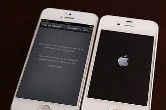 Den nye iPhone er for lik den gamle, for oppskrytt på forhånd og har dessuten en ubrukelig plugg, mener den britiske bloggen Uswitch.