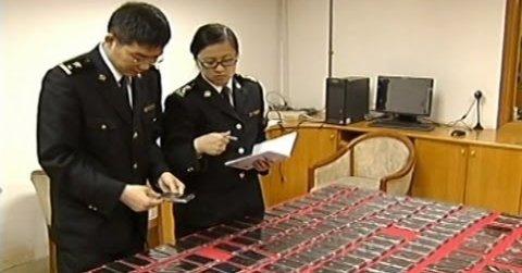 Kinesiske tollere beslaglegger daglig store mengder iPhone 5.