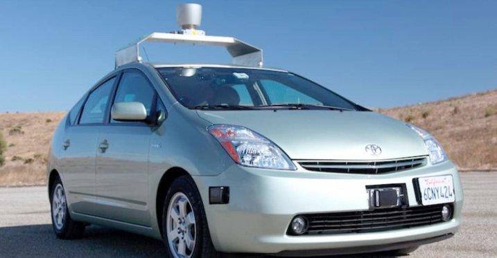 Denne spesialbygde Priusen fra Toyota er en av de første føreløse bilene etter Google-modellen. Nå kan den også kjøre på veien.