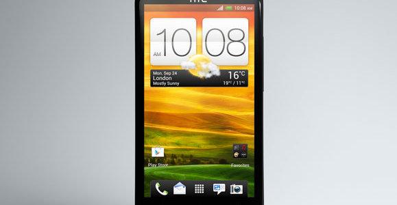Utseendemessig er telefonen helt lik One X, bare med litt andre farger.