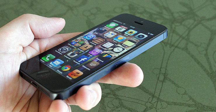 Foxconn har roet ned produksjonen for å forsikre Apple om at alle mobilene leveres uten stygge skader i aluminiumet.