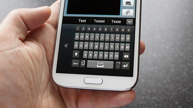 Et mindre tastatur for enhånds-bruk.