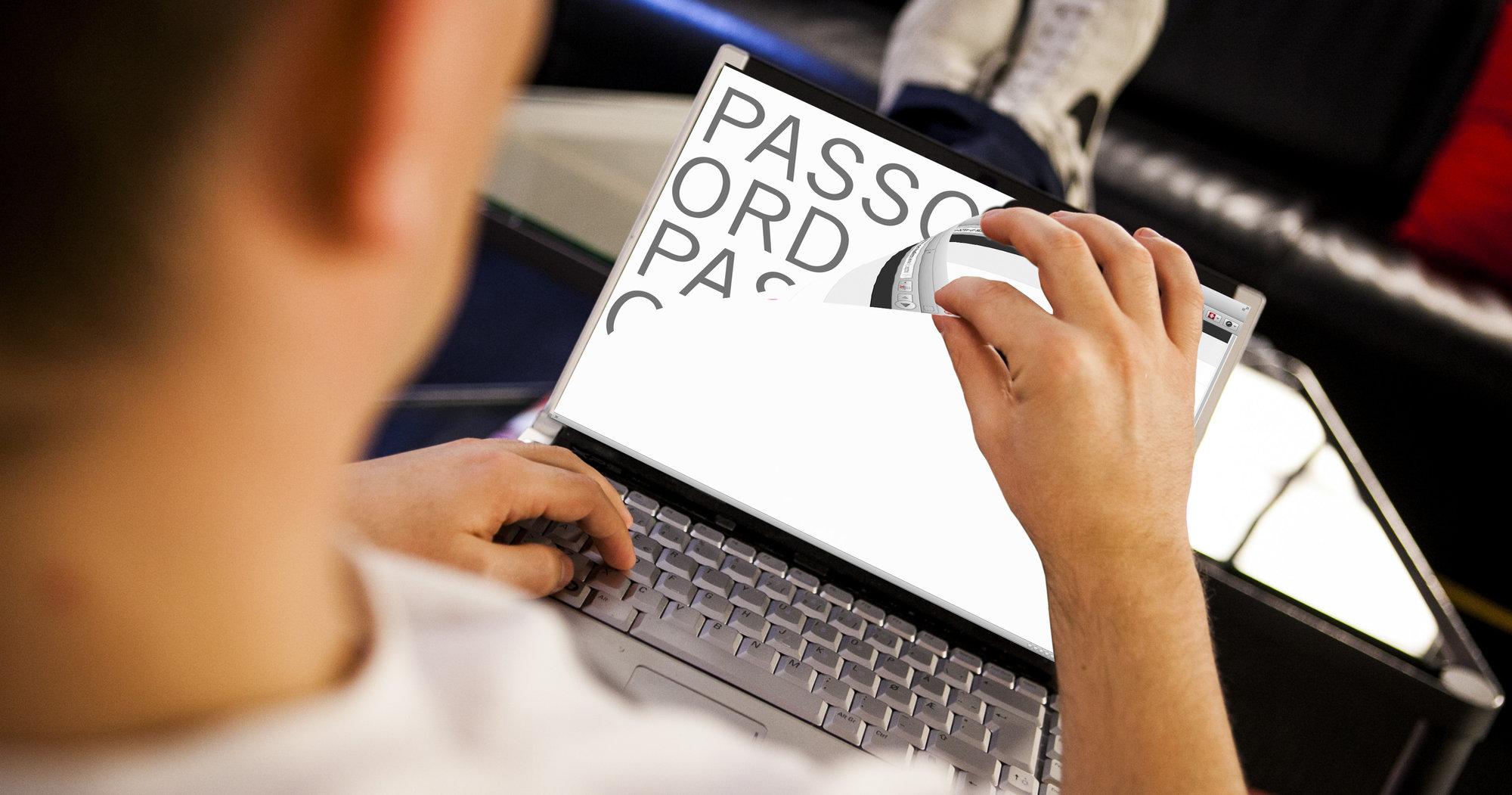 Hackeren ITavisen.no har vært i kontakt med hevder han har funnet store svakheter på mange norske nettsider. Felles for mange av dem er at de bruker løsninger levert av det samme norske selskapet.