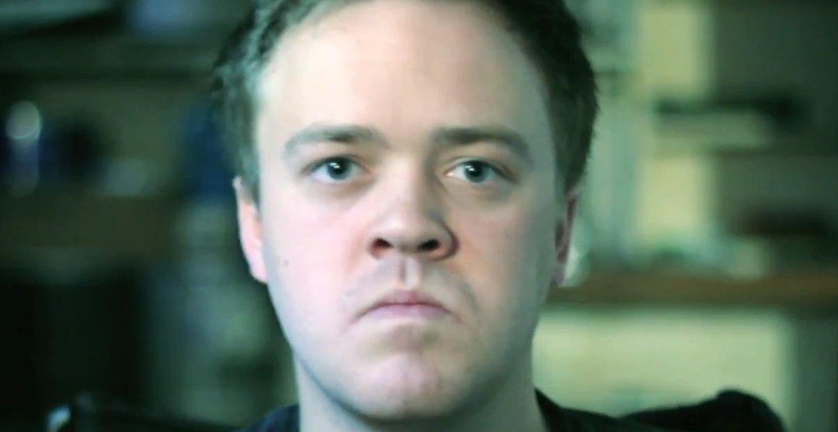Det erketypiske sinte, patetiske og stusslige nett-trollet mykner til slutt litt i Microsofts reklamevideo for Internet Explorer.