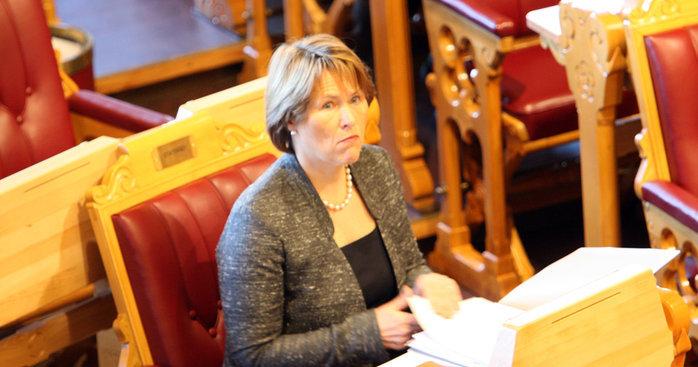 Justisminister Grete Faremo mener det haster med å kriminalisere trusler på nettet.