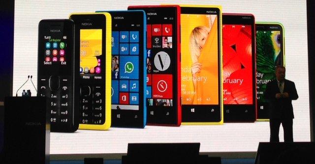Nokia viste frem fire nye billigmodeller på Mobile World Congress 2013. Den billigste koster kun 112 kroner (den helt til venstre i bildet).