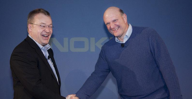 Microsoft-toppsjef Steve Ballmer og Nokia-sjef Stephen Elop kort tid etter at det ble kjent at sistnevnte valgte Windows Phone.