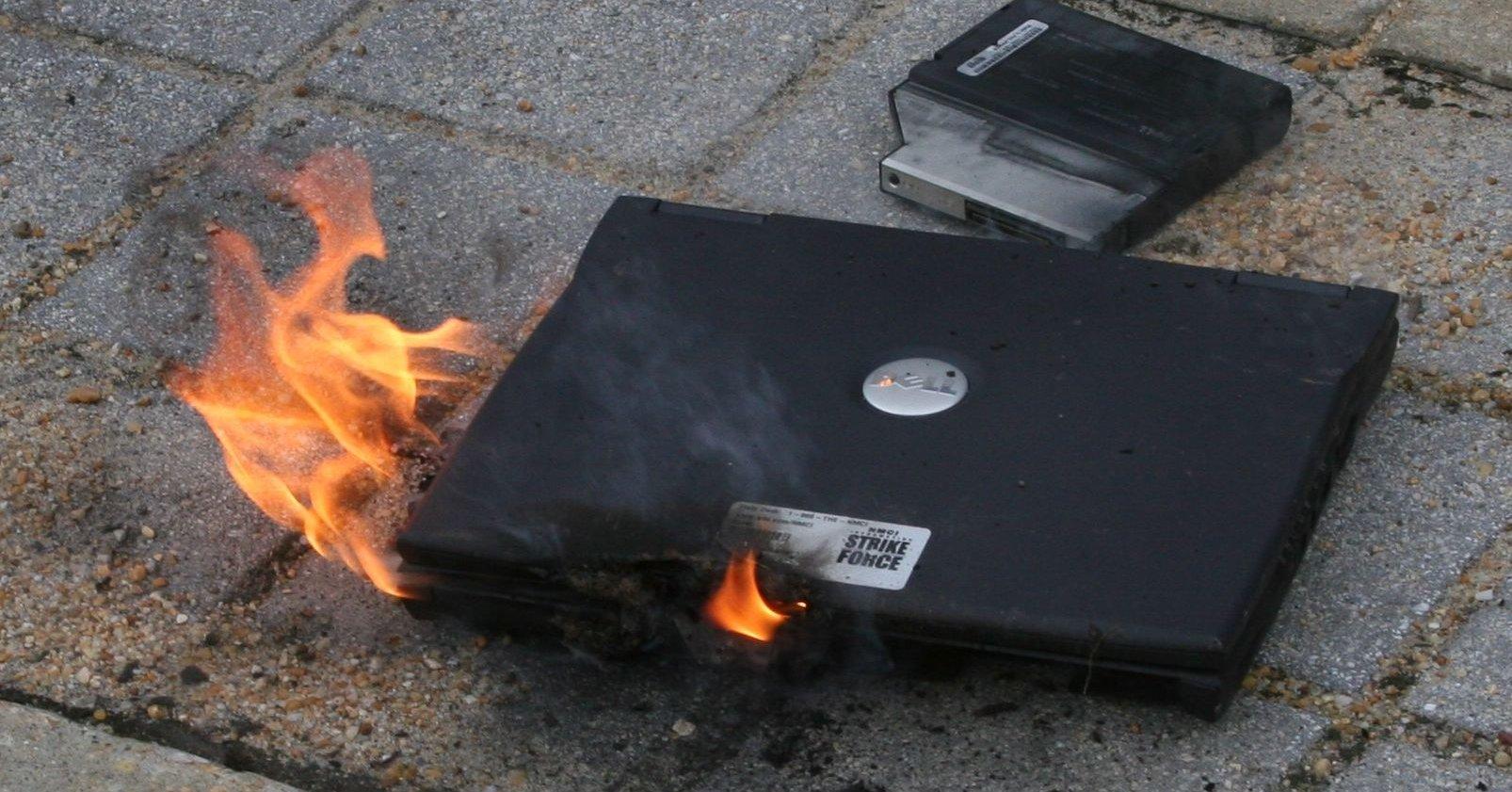 PC-en kan ta fyr selv om den verken er slått på eller koblet til strømnettet. (Maskinen på bildet er ikke identisk med den som er omtalt i artikkelen)